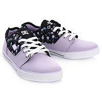Низкие кеды для девочек DC SHOES - воплощение молодежного стиля, подчеркивающего индивидуальность обладательницы. Модель отвечает всем необходимым требованиям, определяющим комфорт и безопасность при носке или катании на скейтборде, и является отличным вариантом при выборе повседневной обуви: легкий и дышащий материал верха, простой и лаконичный дизайн мыска, вулканизированная конструкция для чуткого контроля доски, фирменный рисунок протектора подошвы DC Pill Pattern.<br>Состав материала: верх - текстиль, подкладка - текстиль, подошва - каучук.